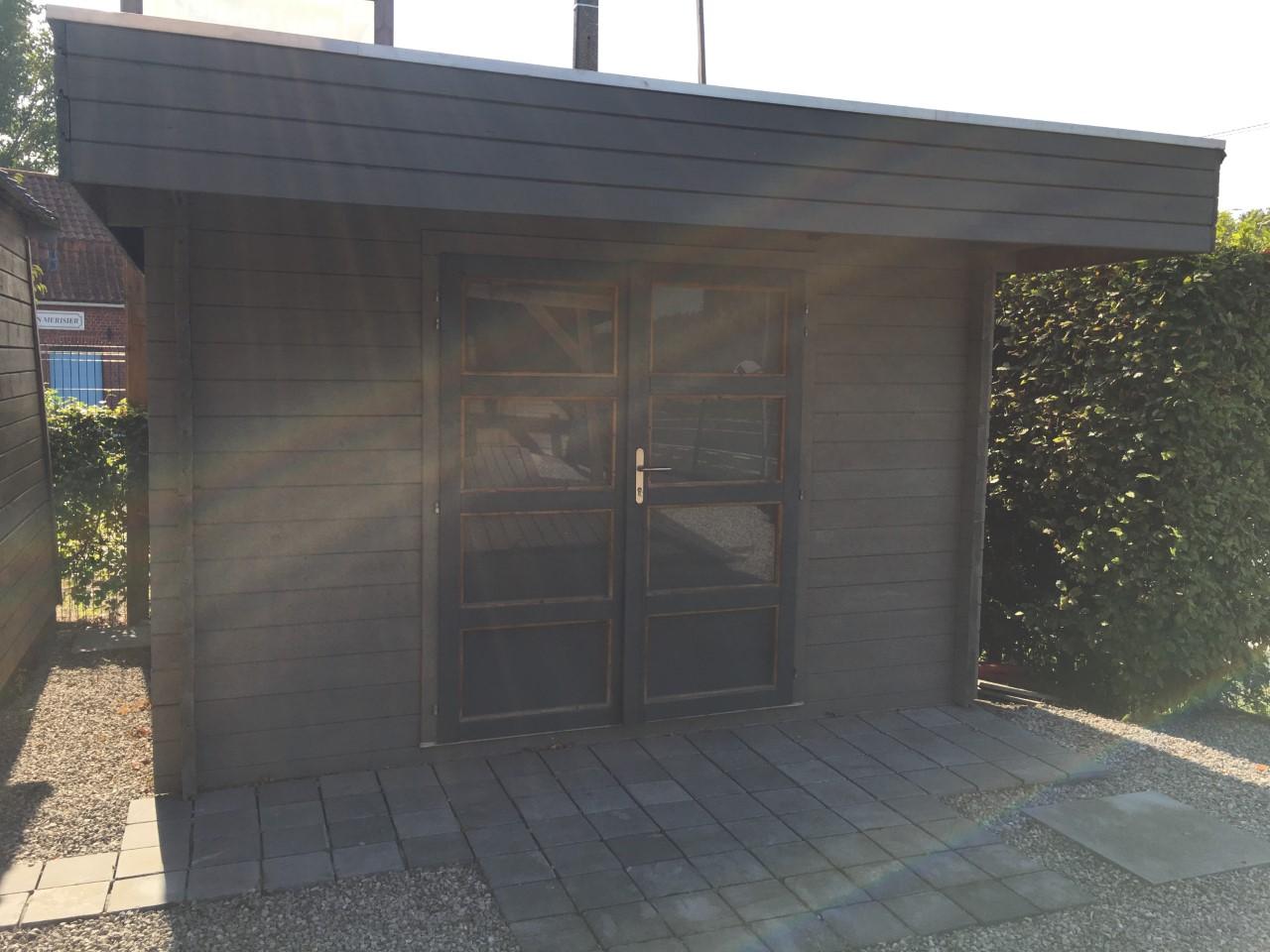 abri moderne lasuré - double porte avec serrure sécurisé